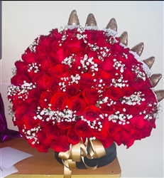 LUXURY BIG ARRANGEMENT 220 RED ROSES AND GOLD CHOCOLATE STRAWBERRIES