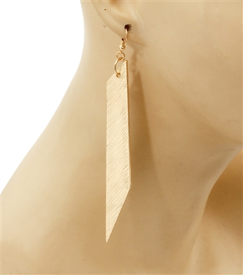 Drop earrings in gold.