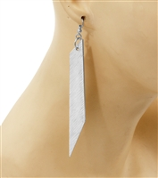 Drop earrings in silver.