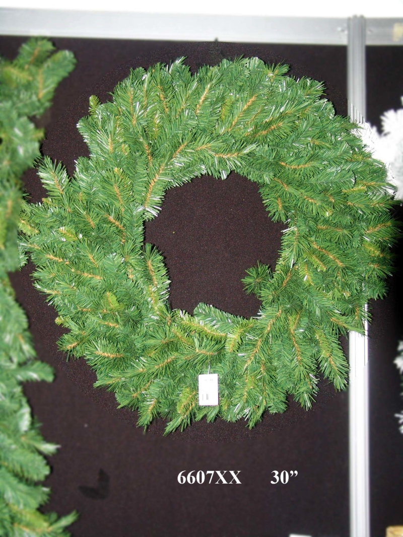 "30"" GLACIER PINE WREATH 200 TIPS - GREEN"