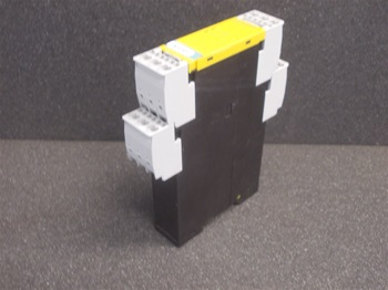 USED SIEMENS SIRIUS SAFETY RELAY WITH RELEASE CIRCUIT